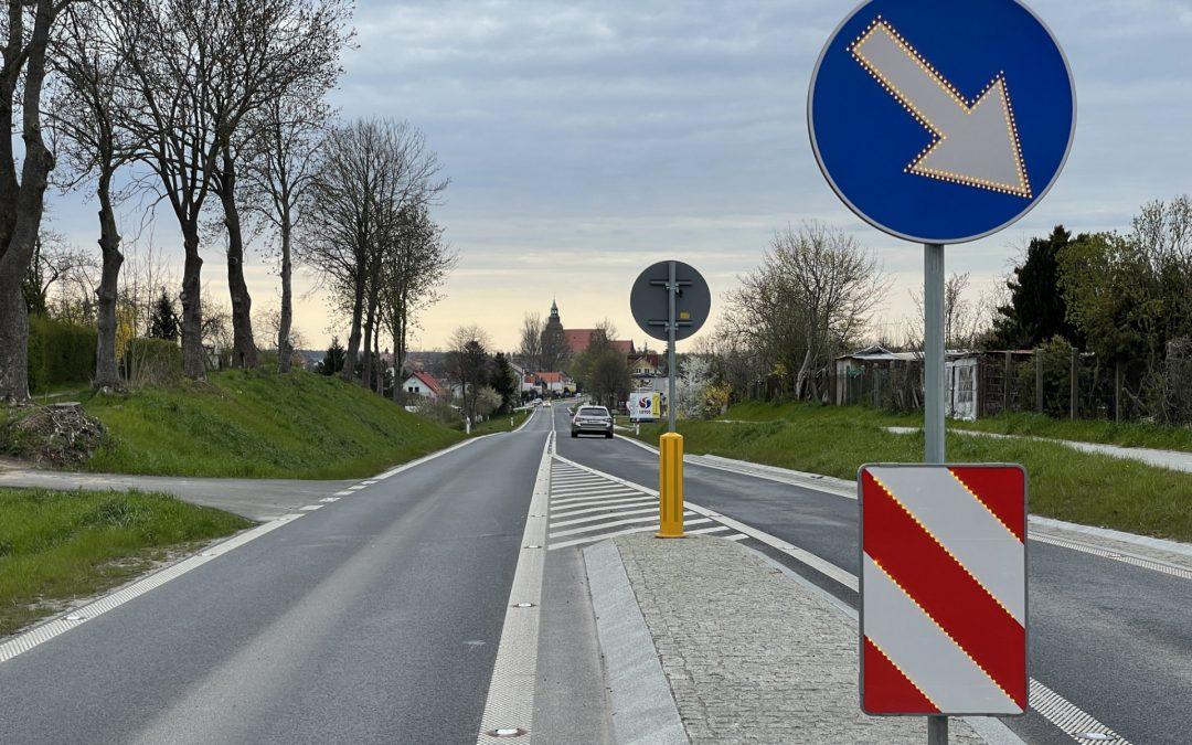 Znaki aktywne na drodze DW109