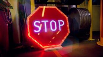 Активные знаки и дорожная электроника
